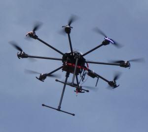 Drohne Oktokopter Schädlingsbekämpfung